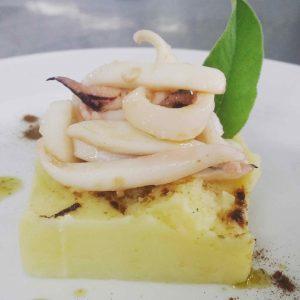 post imageMousse di patata silana con liquirizia e seppia arrosto