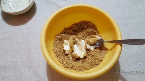 preparazione della cheesecake con coulis di albicocche senza burro passo 3